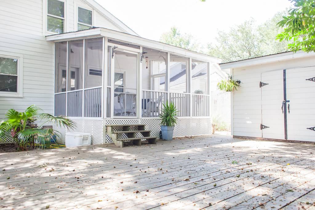 airbnb charleston back deck