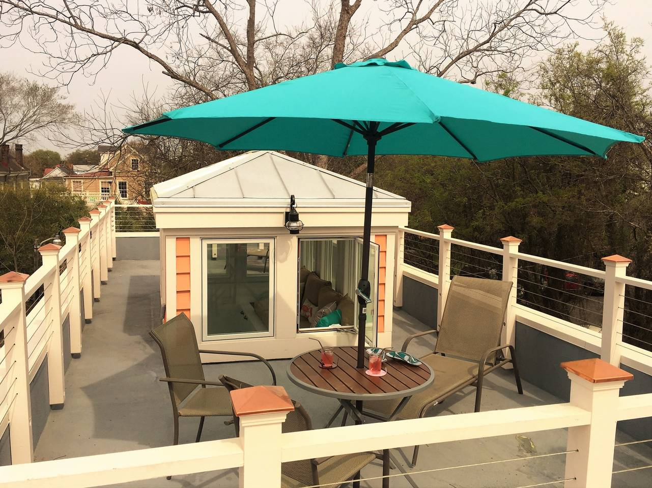 downtown Charleston airbnb apartment with deck