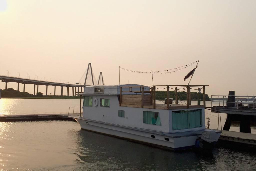 airbnb charleston house boat