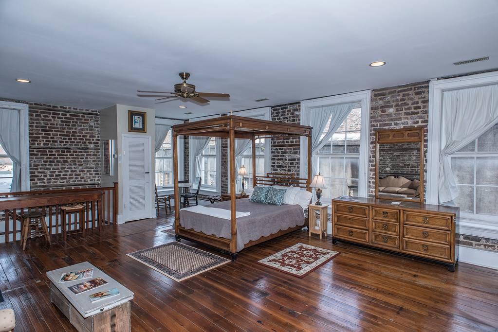city apartment airbnb charleston