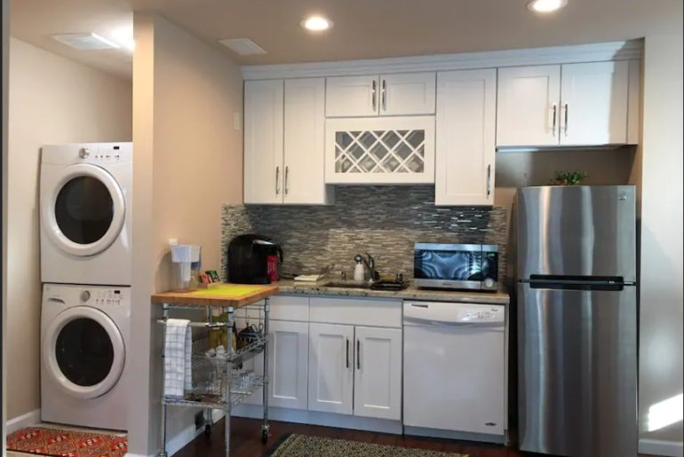 City University of Seattle Contemporary style kitchenette with dishwasher and laundry