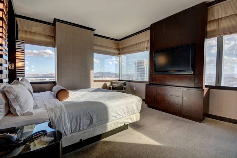 Relax in the plush queen-sized bed while you soak in the beauty of the Las Vegas skyline