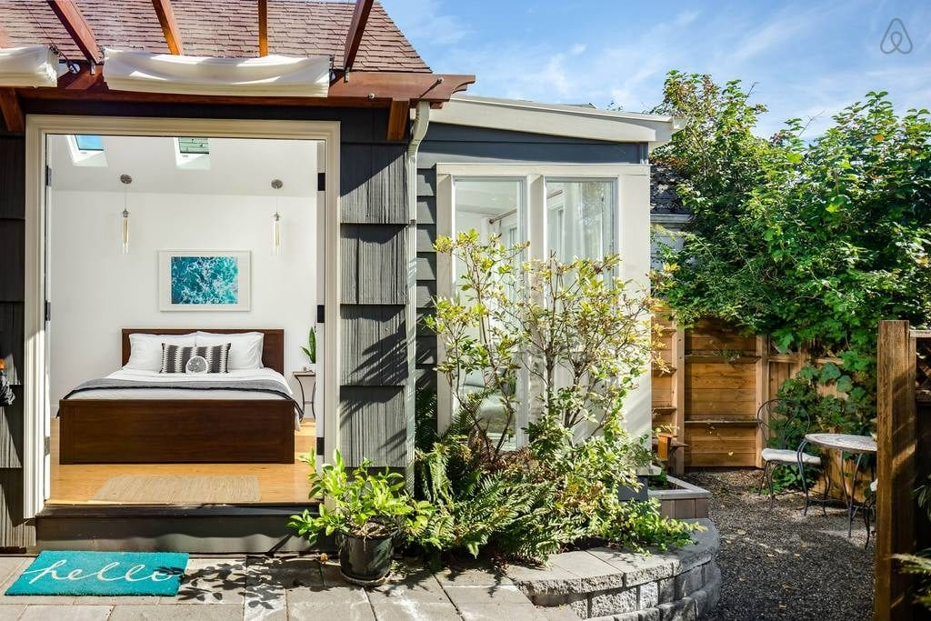 Sunny-studio-guest-house-in-portland