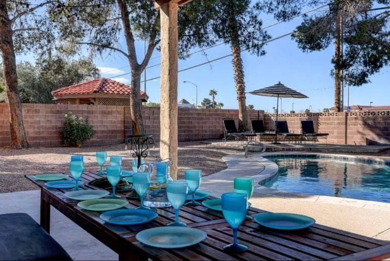 Las Vegas Sign Enjoy your meals in this beautiful outdoor dining area overlooking palm trees and the pool