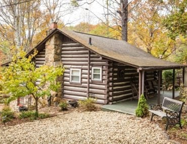 Cozy log cabin in Asheville NC