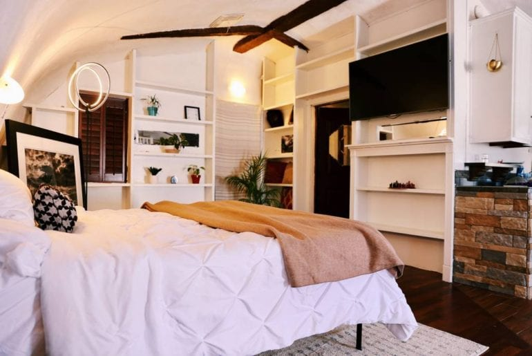 joshua tree group glamping retreat airbnb