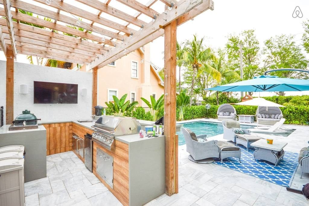 miami pool and grill