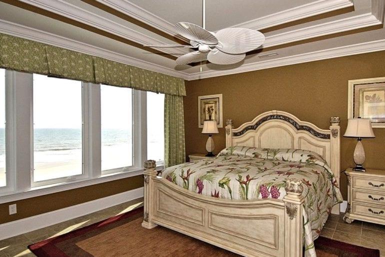 bedroom in a beachside Vrbo in Myrtle Beach