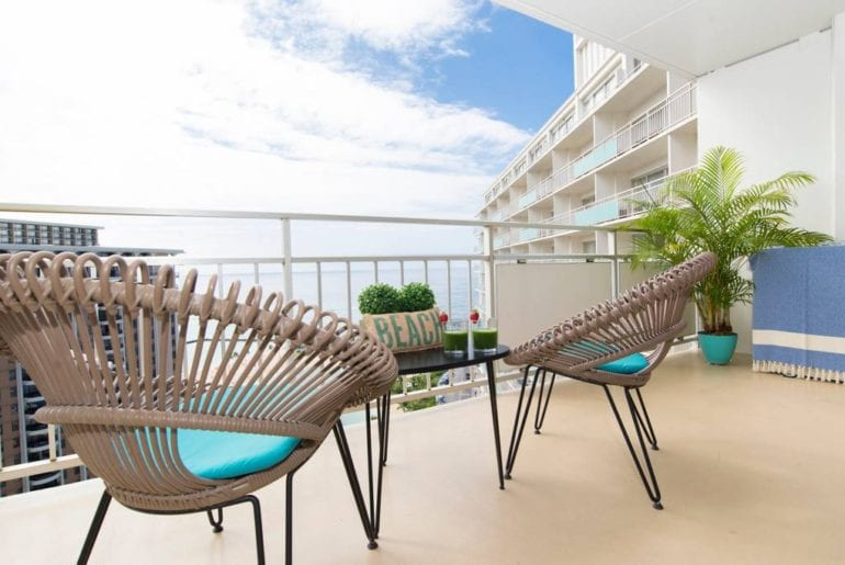 honolulu airbnb apartment with balcony