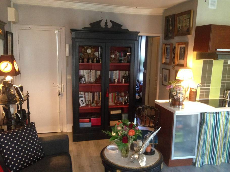 eclectic paris airbnb close to shopping and opera