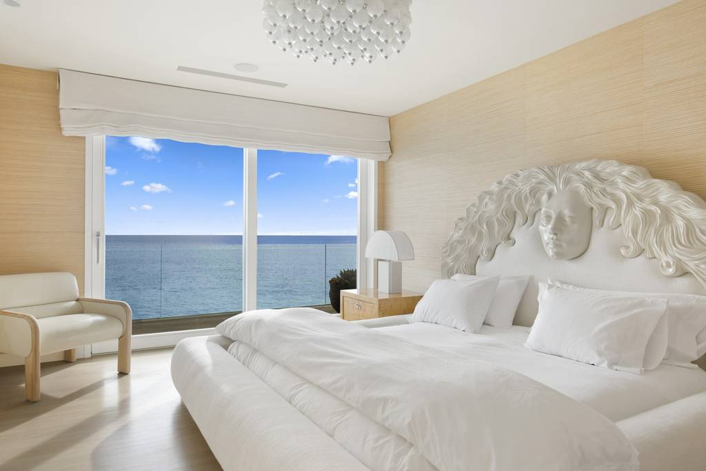 bedroom with seaview and white fittings in Los Angeles