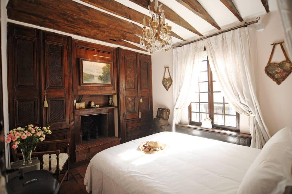 tasteful ile st louis airbnb apartment paris