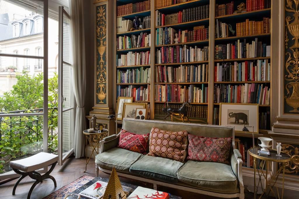 sophisticated airbnb apartment in paris