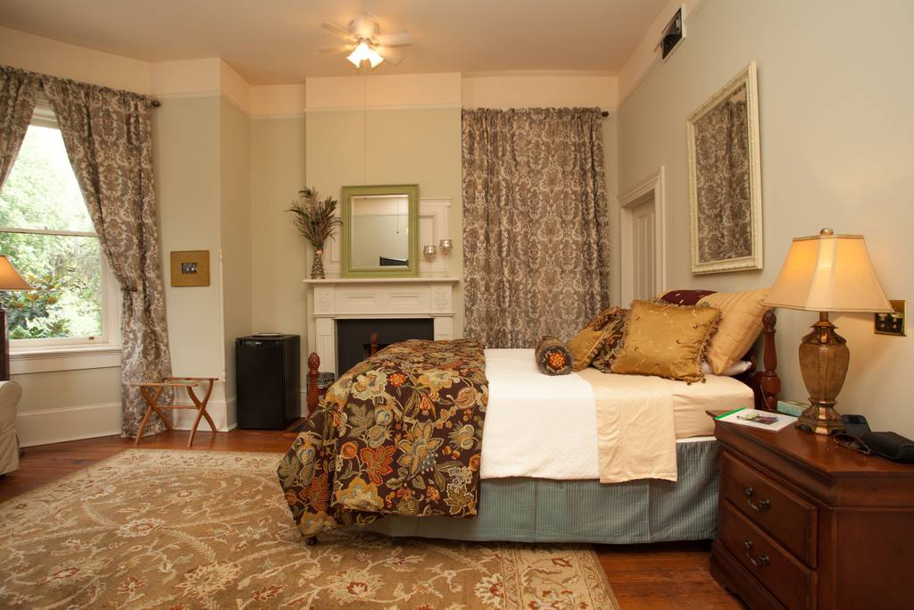 fabulous detached historic savannah property