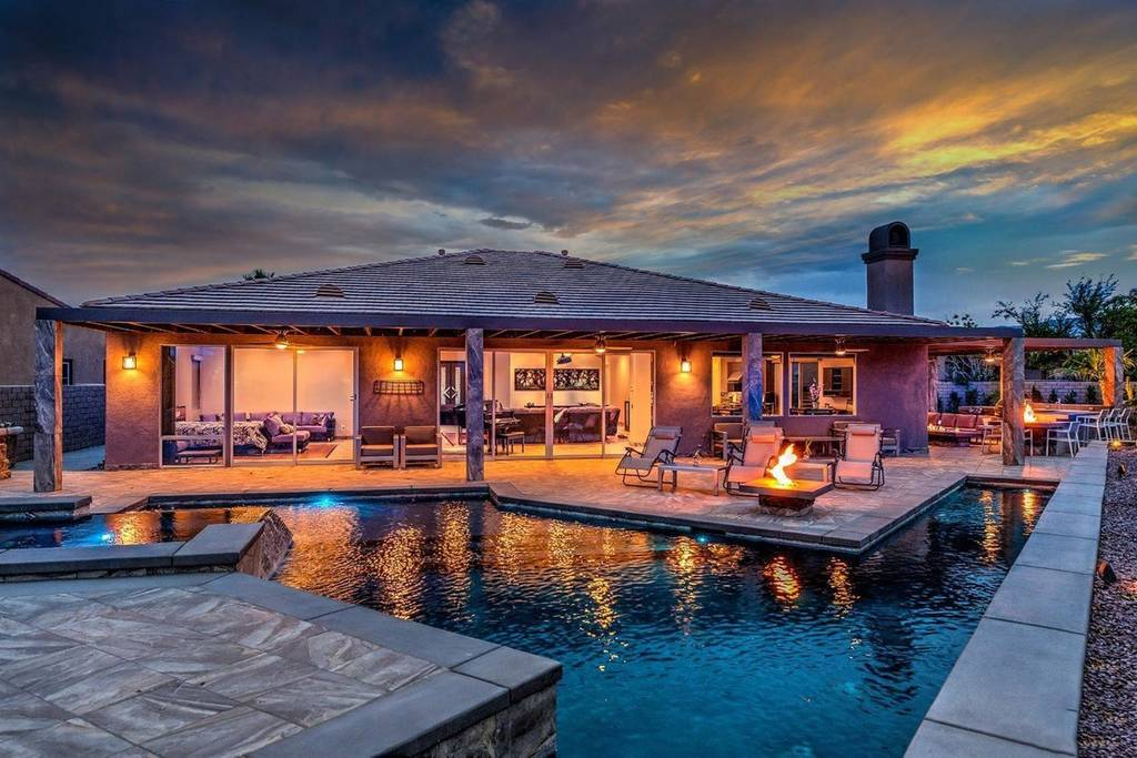 beautiful ranch home with pool and putting green airbnb