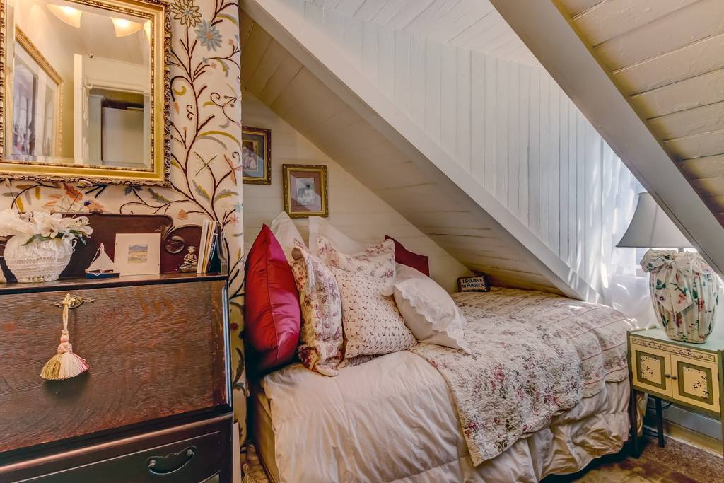 adorable historic cottage airbnb savannah