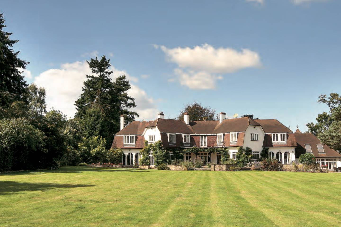 sunningdale luxury home from airbnb
