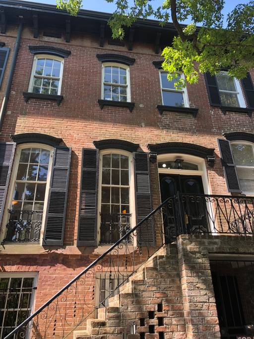 luxurious and tasteful airbnb townhouse savannah
