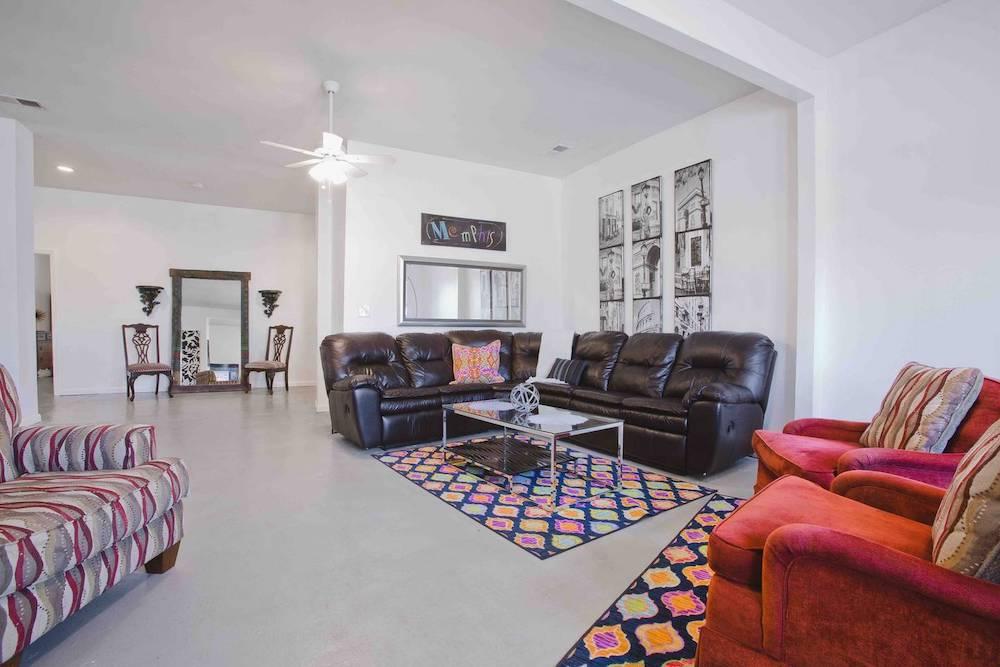 beale street condo memphis airbnb