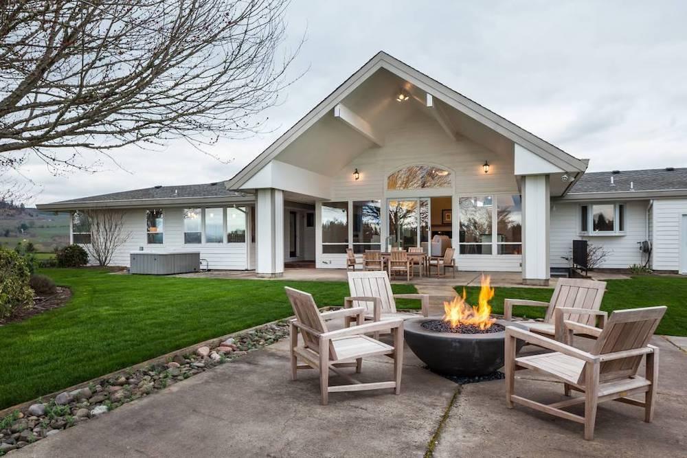beautiful oregon wine country retreat airbnb