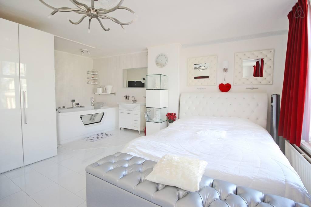 chic airbnb apartment amsterdam center